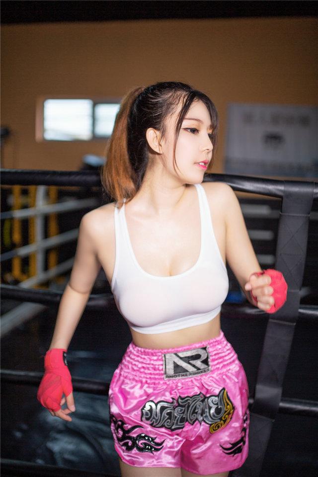 健身房的美少女